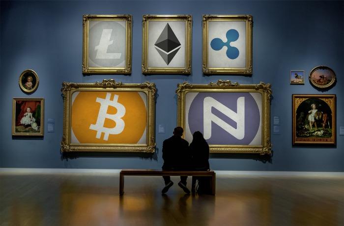 Algunos cuadros con logos de criptomonedas. Ambientado en un museo.
