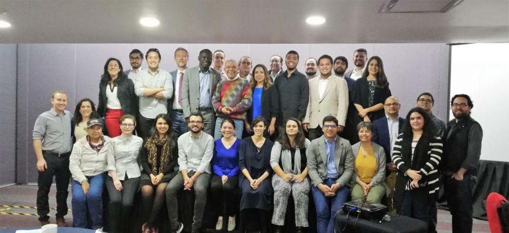 La presencia de todos los participantes de la reunión consultivas